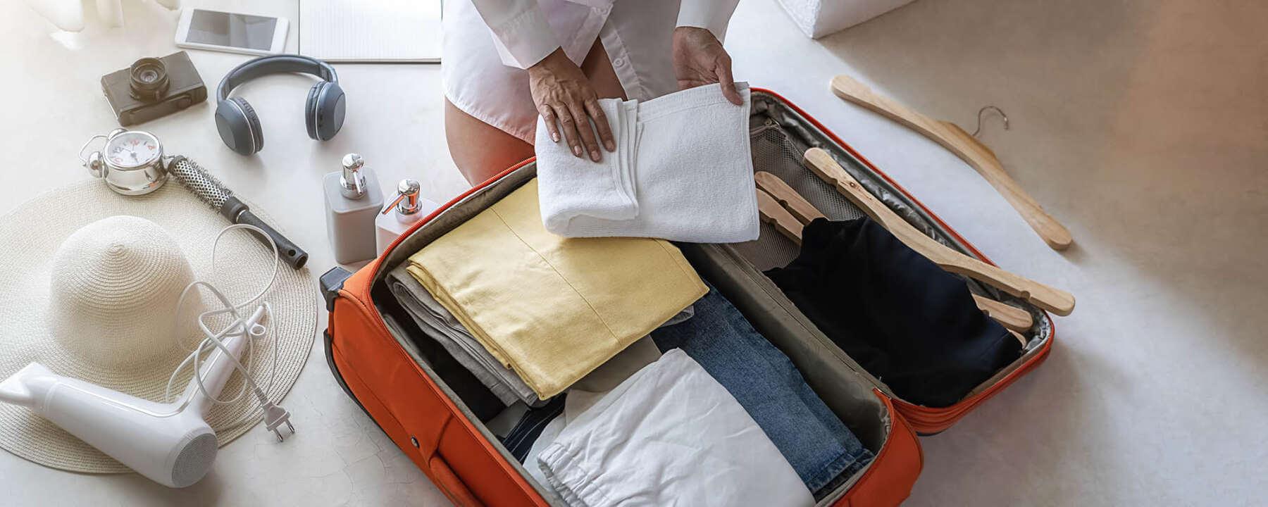 co spakować na wakacje - Co zabrać na wakacje? Sprawdź naszą praktyczną listę rzeczy do zabrania!