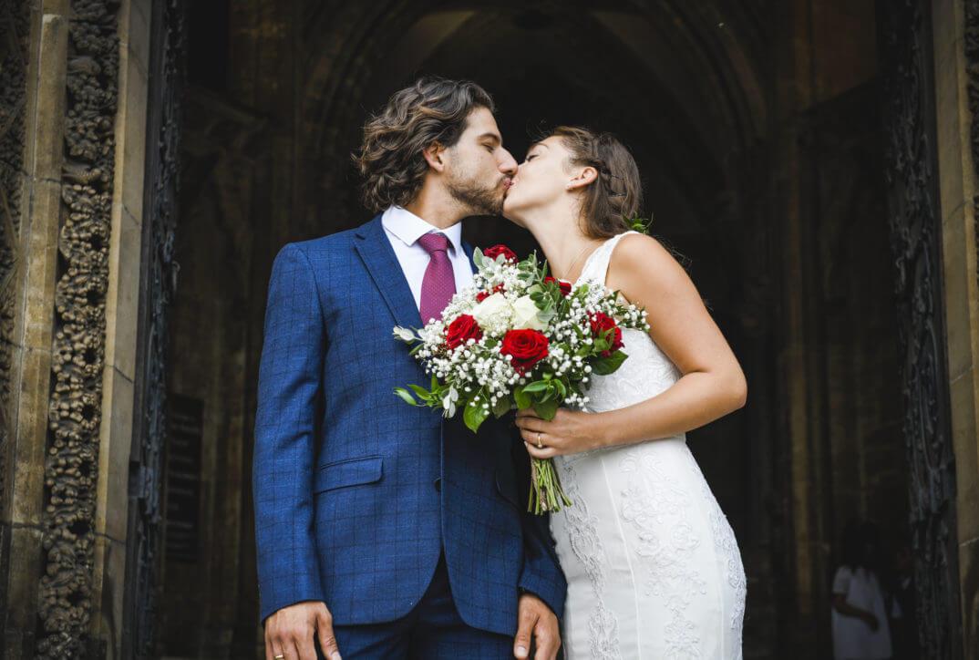 Jak przebiega ślub kościelny - poradnik krok po kroku