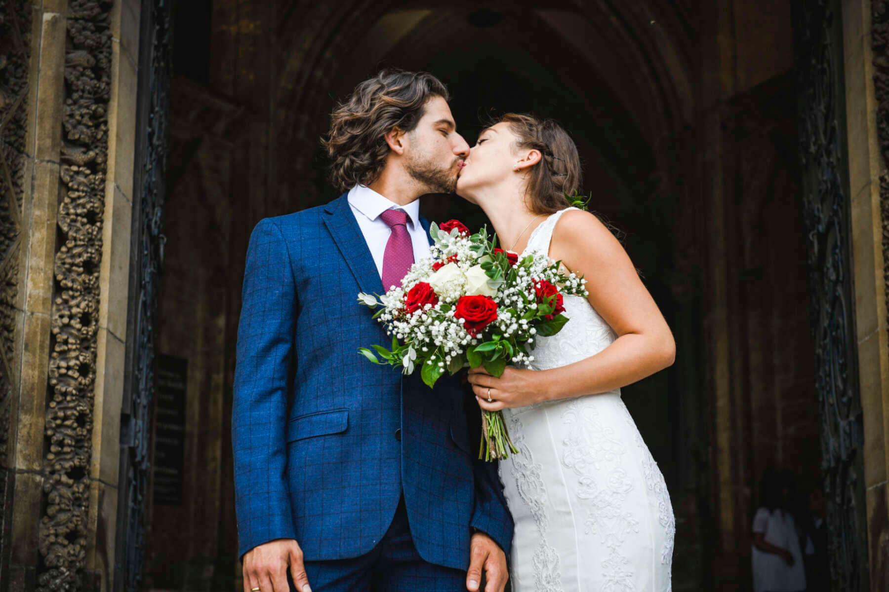 ile włożyć do koperty na wesele - Ile włożyć do koperty na wesele? Ile powinno być w kopercie ślubnej?